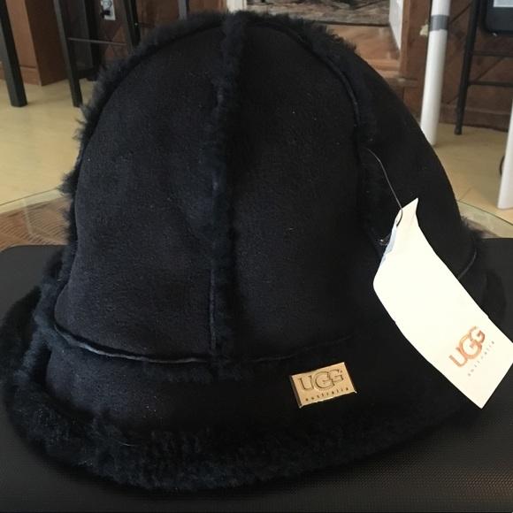32154c6da New w/ Tags Ugg Black Suede & Sherpa Bucket Hat NWT